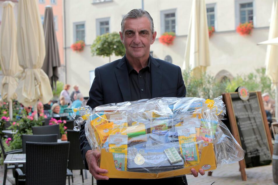 Ralf Minge wird am Donnerstag 60, ein Geschenk bekam er schon am Sonnabend im Tom-Pauls-Theater in Pirna.