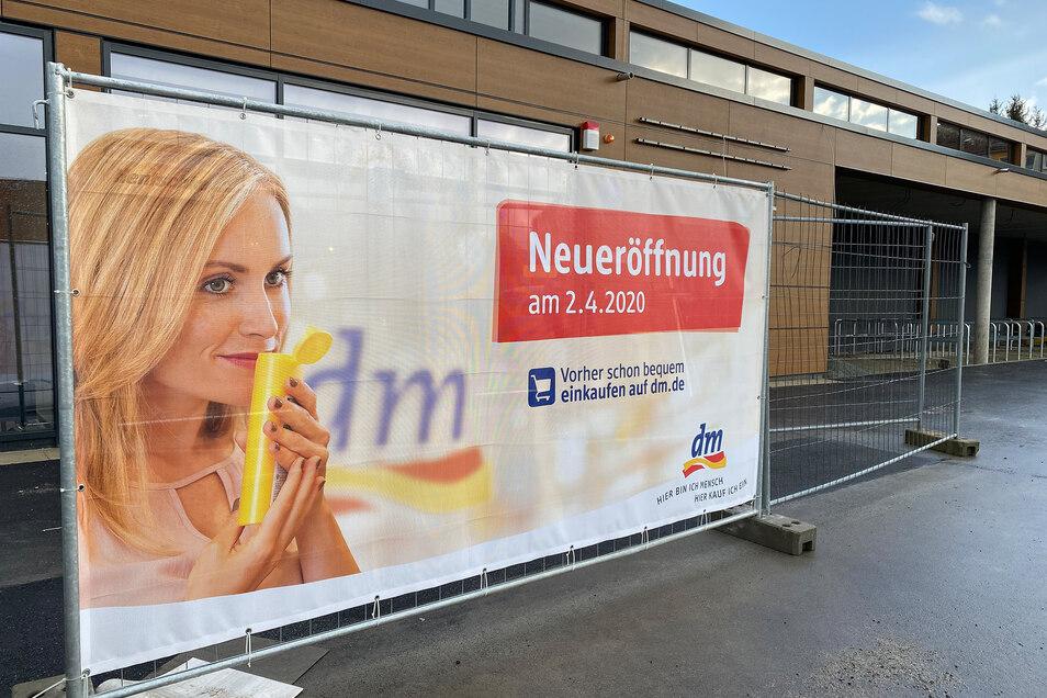 Der Neubau, in den bald der Drogeriemarkt DM einzieht, steht kurz vor der Fertigstellung.
