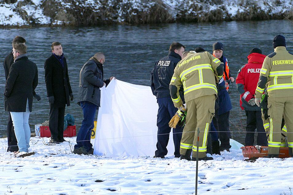 An dieser Stelle wurde am Mittwoch die Leiche eines Mannes aus der Mulde geborgen.