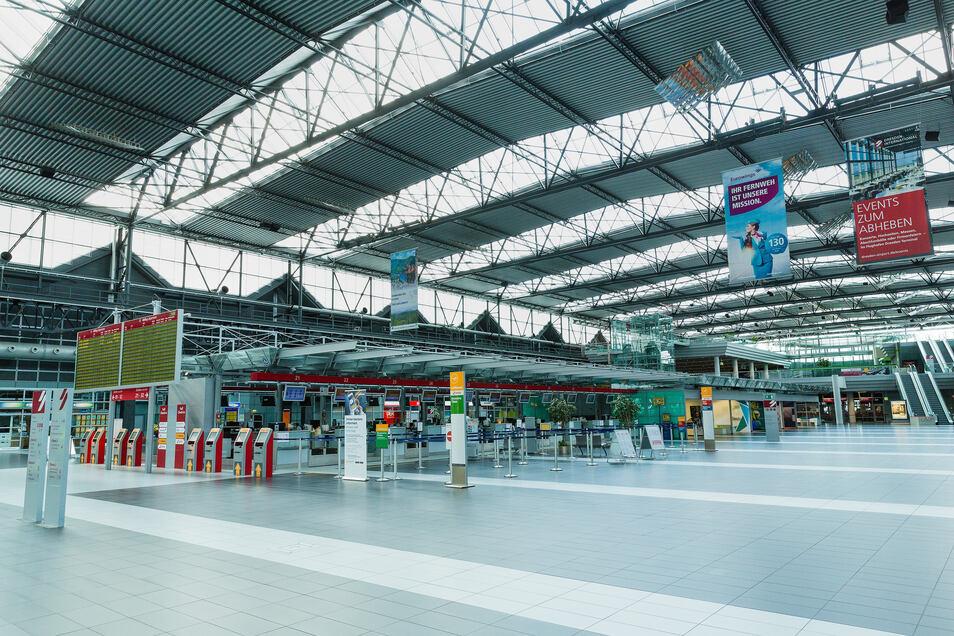 Der Dresdner Flughafen ist quasi geschlossen. Derzeit starten und landen keine Linienflieger. Flüge müssen 24 Stunden im Voraus angemeldet werden. Die Airport-Gesellschaft hat Kurzarbeit für die Mitarbeiter bekanntgegeben.