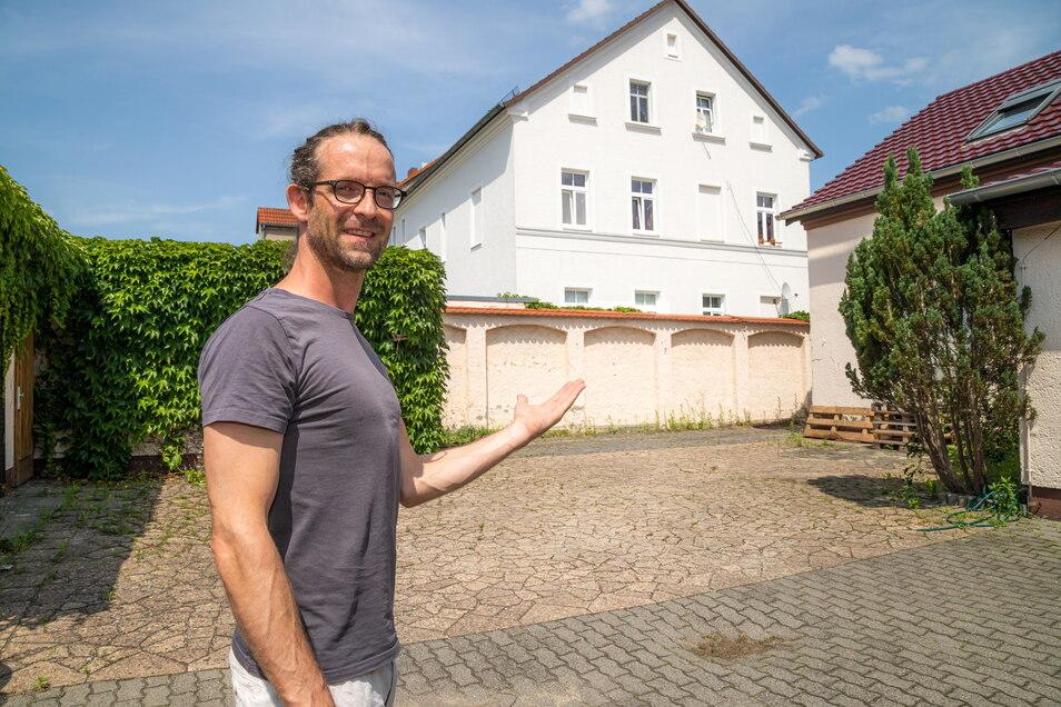 Martin Vetter ist mit seinem Hof in der Görlitzer Straße Gastgeber des ersten Hofkinos in Niesky.