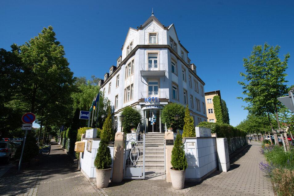 Seit 26 Jahren gehört das privat geführte Hotel Smetana an der Schlüterstraße zur Dresdner Hotellandschaft. Nun bleibt es aufgrund der Corona-Krise geschlossen.