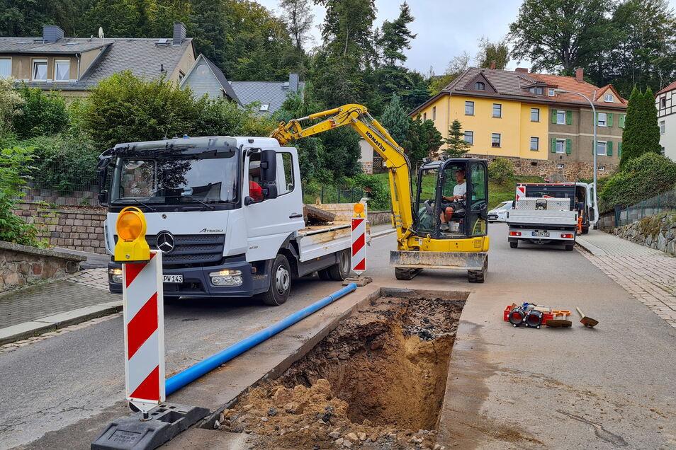 An der Schillerstraße war am Dienstag die Trinkwasserleitung gebrochen. Rund 40 Haushalte hatten mehrere Stunden kein Wasser.