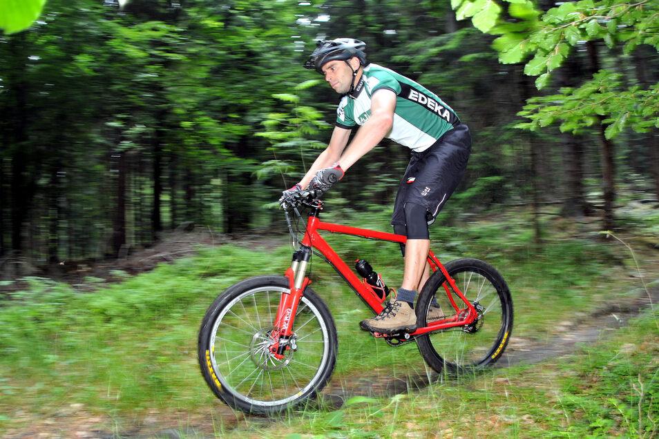 Ein Schnappschuss vom 24-stündigen Mountainbike-Rennen am Hochwald, das bereits zu den härtesten Deutschlands gehört.