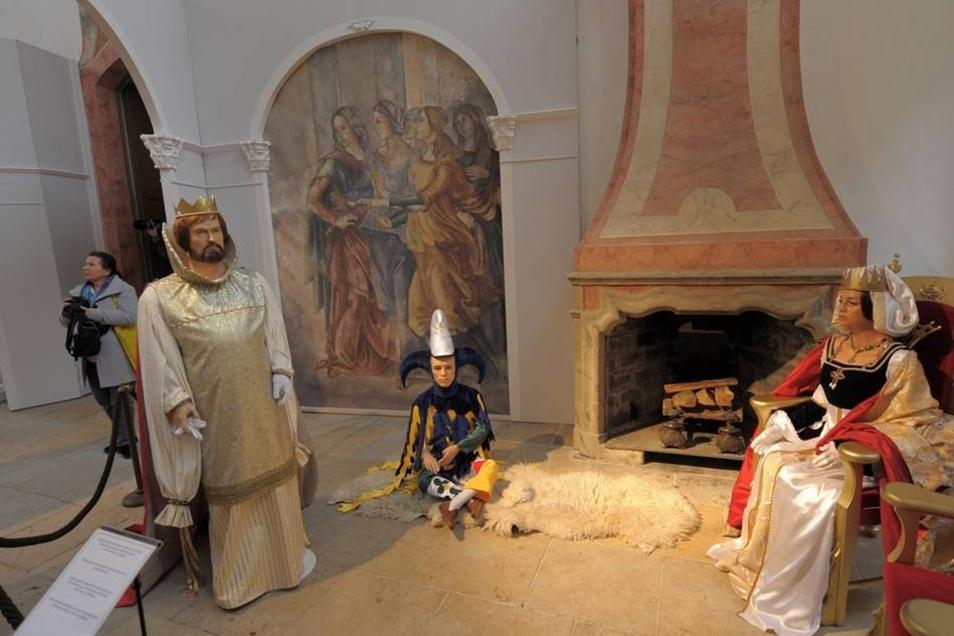 In der Ausstellung im Jahr 2012, der dritten, waren diese Figuren des Hofstaates im Schloss Moritzburg ausgestellt.