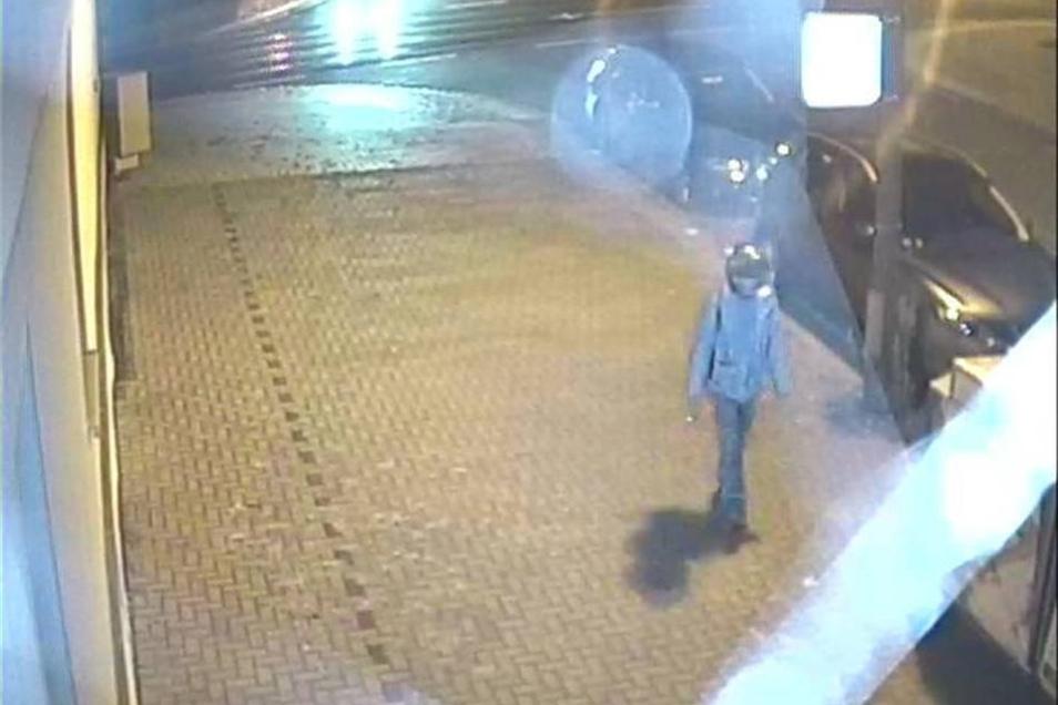 Das Fahndungsfoto der Polizei zeigt den mutmaßlichen Moschee-Bomber.