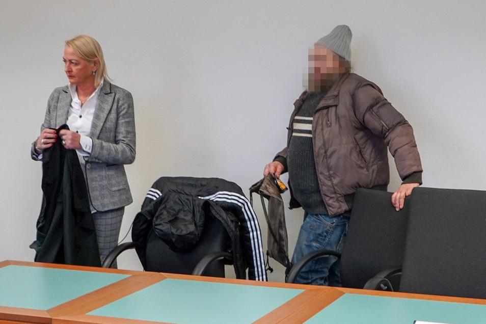Ungepflegt und uneinsichtig – so präsentierte sich der angeklagte Tierhalter am Dienstag im Gericht.