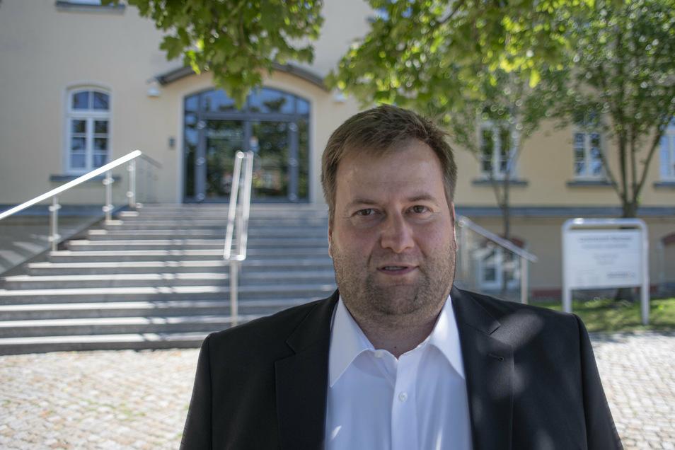 Der Linken-Stadtrat Alex Theile und seine Fraktion machen sich Sorgen um den Behördenstandort am Garnisonsplatz und an der Macherstraße in Kamenz.