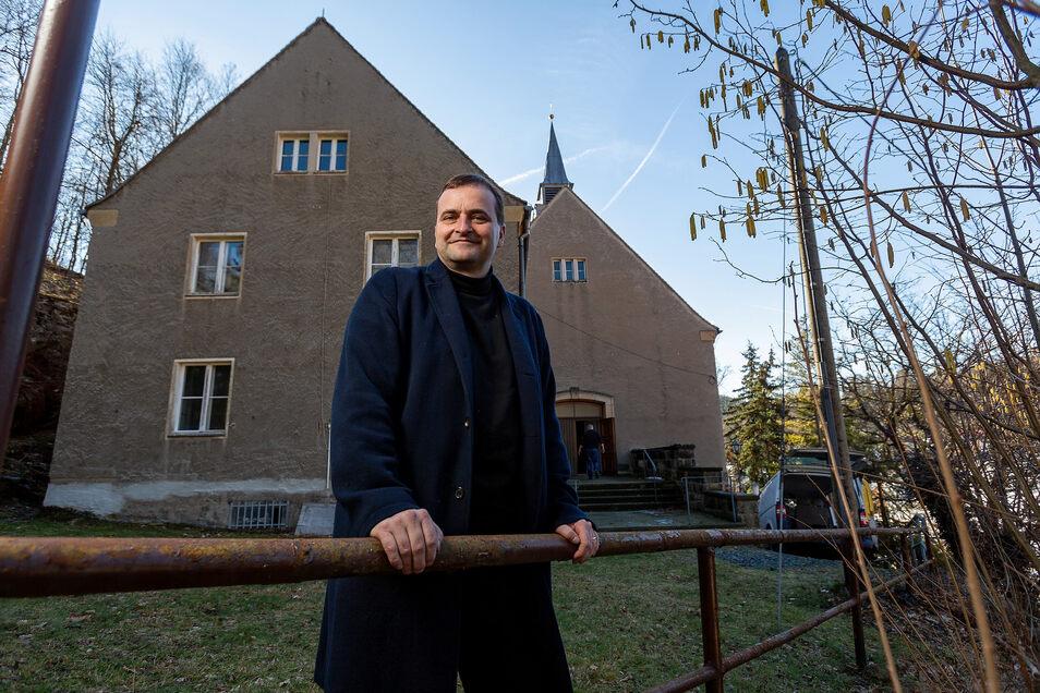 Uwe Ahrendt plant die nächste Party in der früheren katholischen Kirche zu Glashütte, die seine Firma Nomos Glashütte gekauft hat.