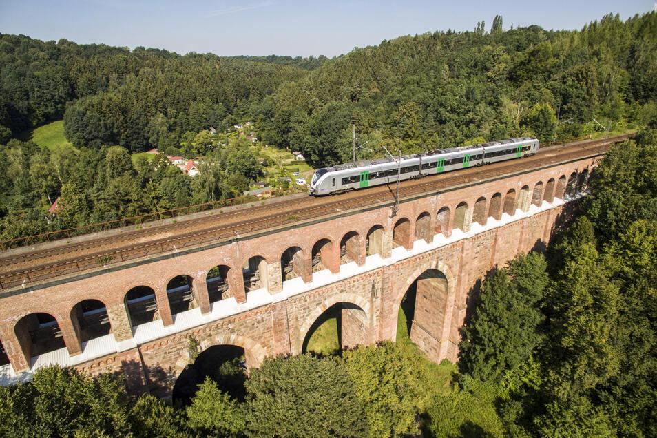 Seit vorigem Jahr ist das Heiligenborner Viadukt (Archivbild) eine Großbaustelle. Jetzt begannen die Arbeiten in Fahrtrichtung Mittweida.