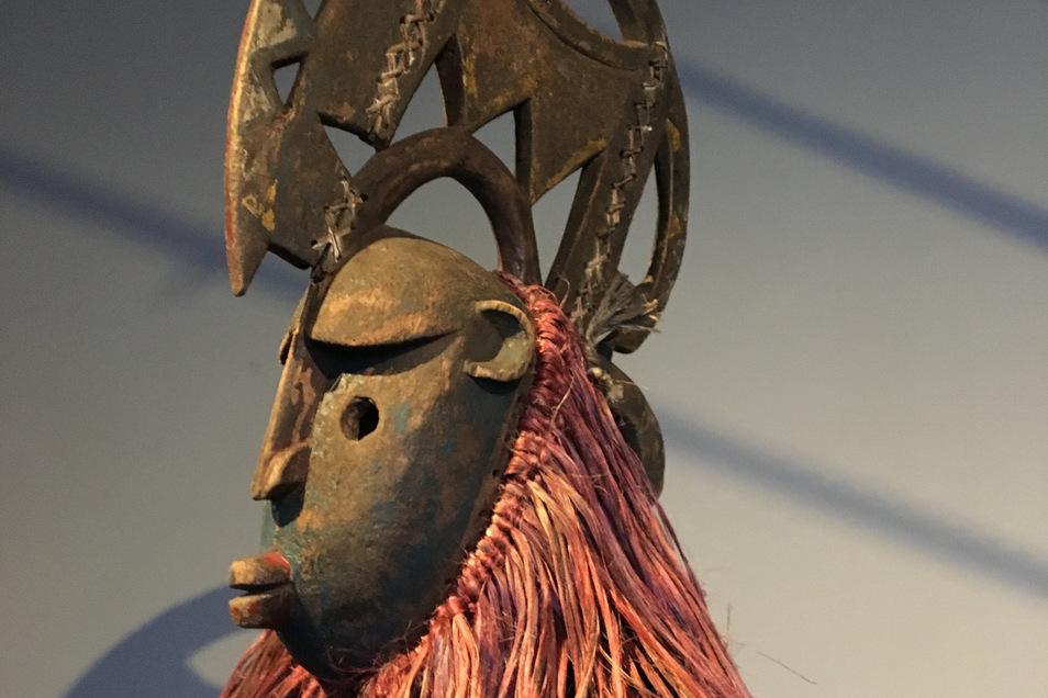 Diese Maske aus den Ethnographischen Sammlungen stammt aus Burkina Faso.