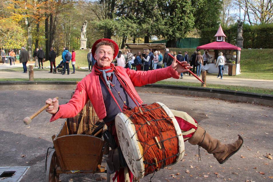 Neben Genuss und Einkauf bietet die Messe LebensArt in Großharthau auch jedes Mal Unterhaltung. Bei der Herbstauflage im vergangenen Jahr gehörte Tamino, der Gaukler, zu den Akteuren.