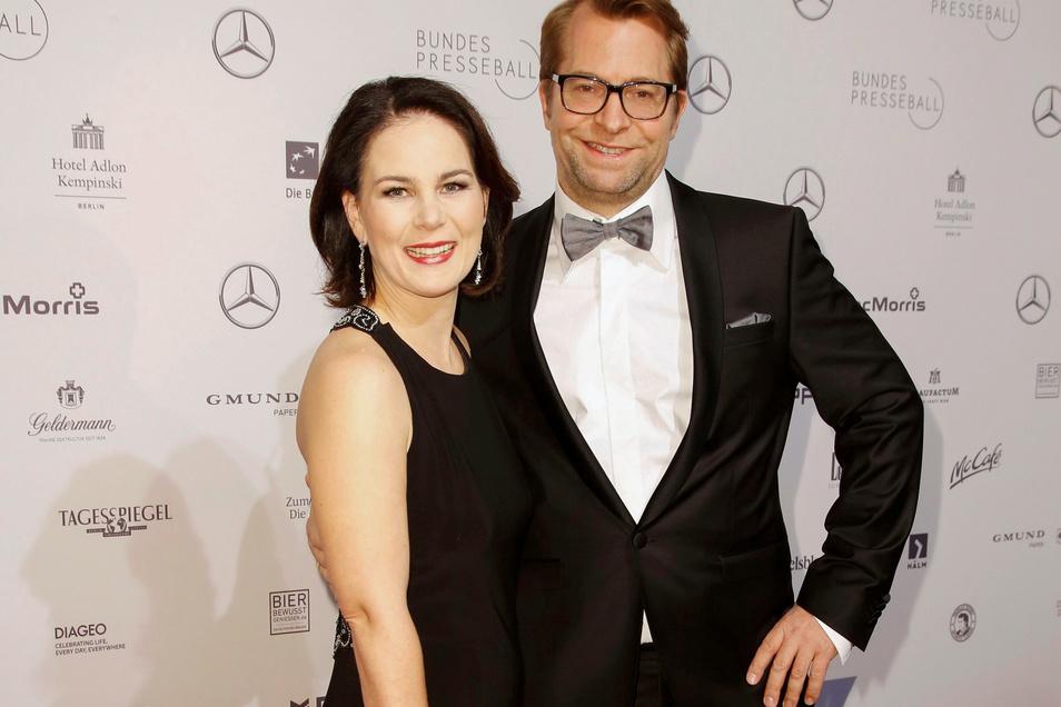 Annalena Baerbock mit Ehemann Daniel Holefleisch beim Bundespresseball in Berlin. Das Bild stammt aus dem Jahr 2018.