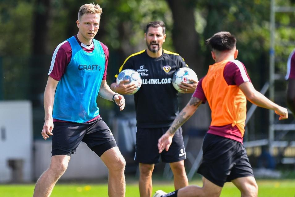 Unter den Augen von Cheftrainer Cristian Fiel trainiert Marco Hartmann (l.) wieder mit der Mannschaft.