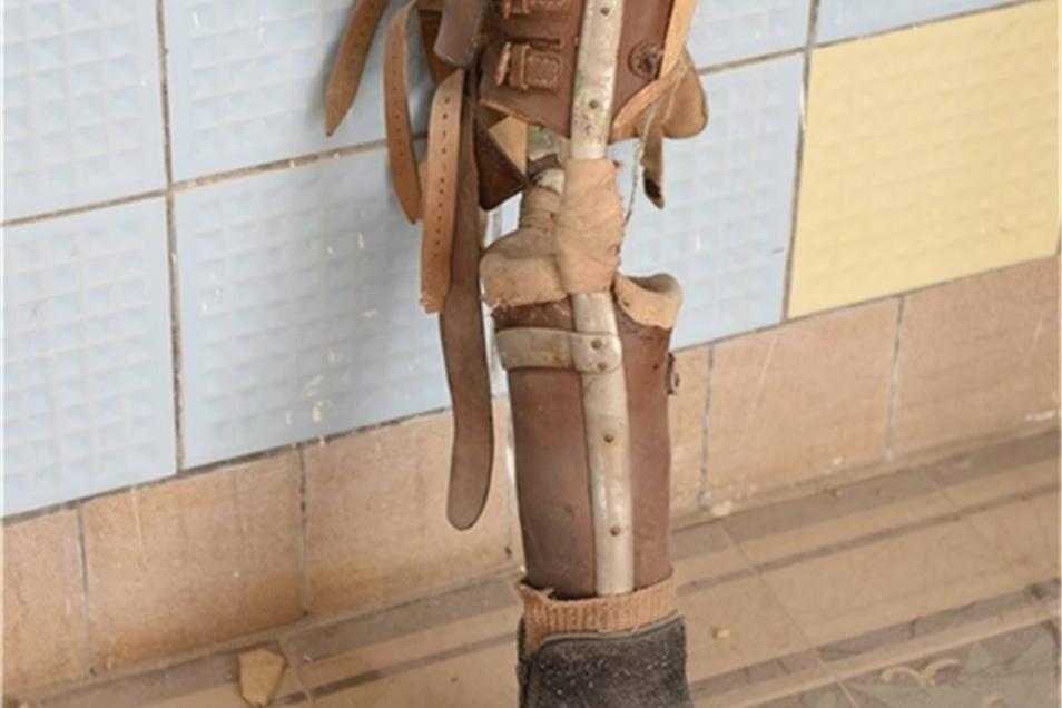 Das Holzbein ist noch vom Pflegeheim übrig.