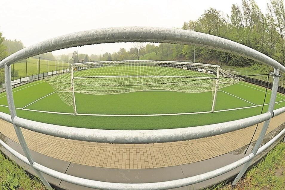 Der neue Sportplatz in Stadt Wehlen ist für 800 000 Euro gebaut worden.