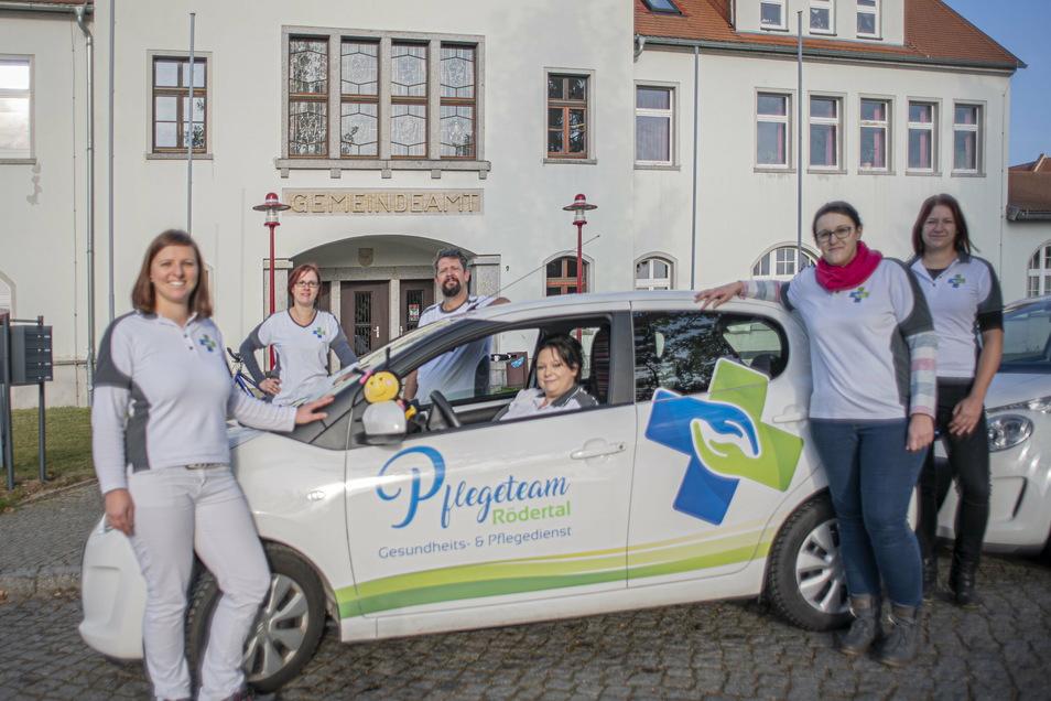 Die Mitarbeiter des Pflegedienstes Rödertal in Bretnig freuen sich, dass sie jetzt neue Räume im ehemaligen Gemeindeamt nutzen können.