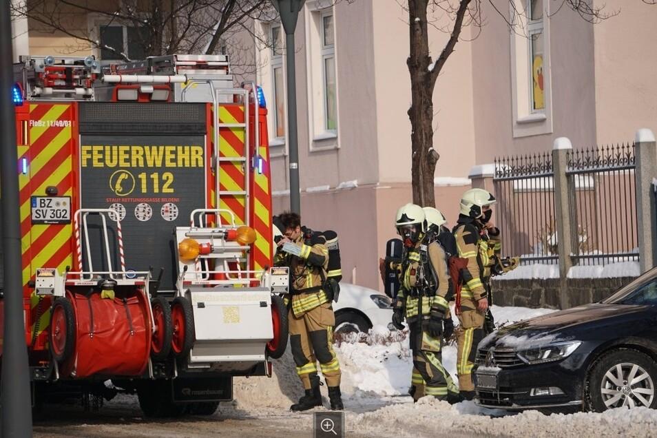 Zum Bautzener Polizeirevier sind Feuerwehrleute am Mittwochmittag ausgerückt.
