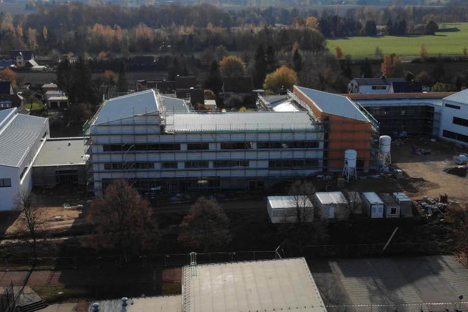 So sieht der Neubau des Gymnasiums Wilsdruff aus der Vogelperspektive aus.