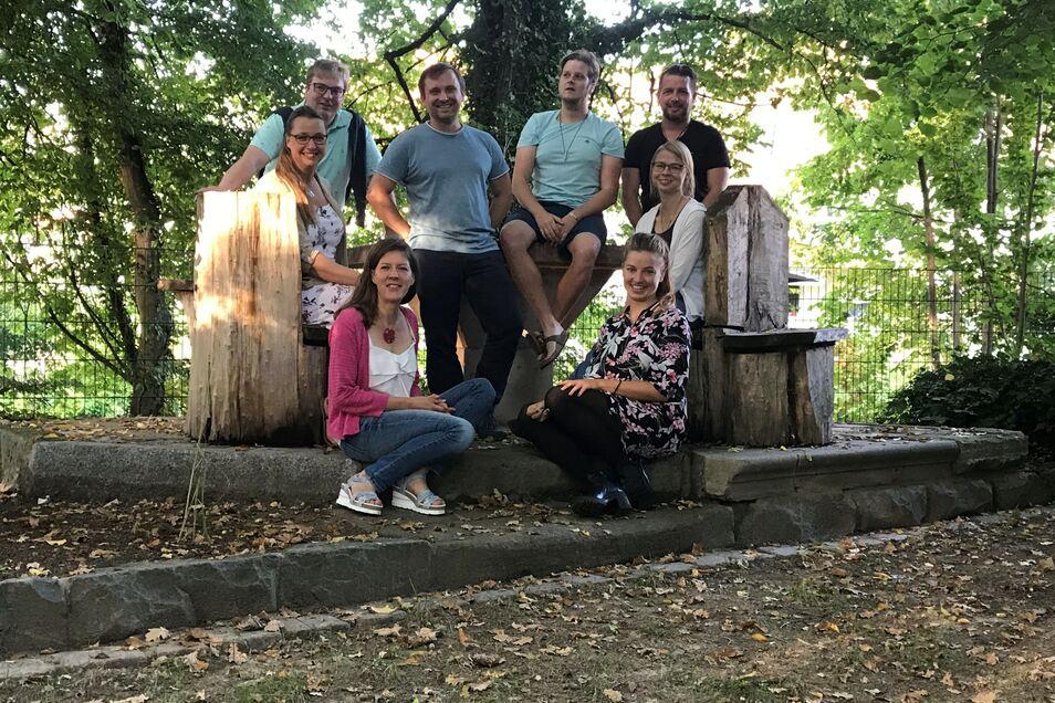 """Der Verein """"Freie Landschule"""", das sind Susann Gasse, Thomas Sparrer, Doreen Laschet, Marco Schuricht, Andy Jentzsch, Sofia Trautmann (vorn), Tina Jentzsch und Sven Rockstroh."""