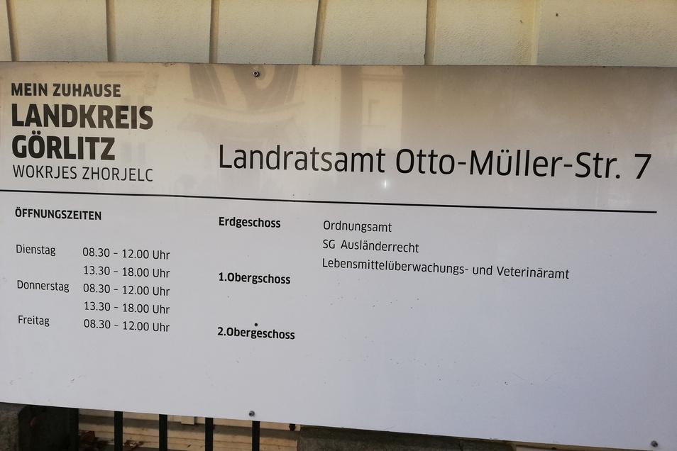 Und so ist diese Außenstelle des Landratsamtes geöffnet.