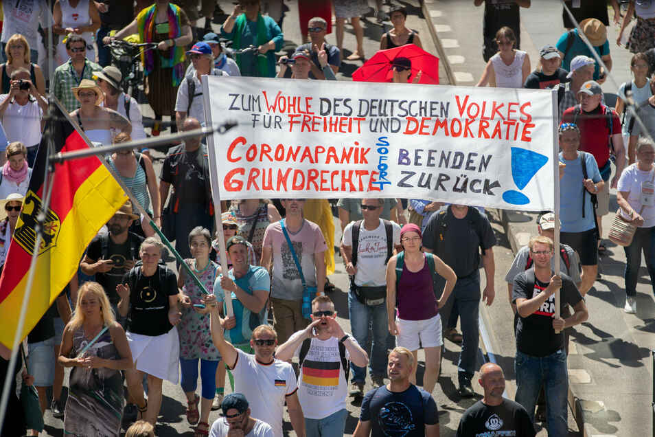 Dicht gedrängt und ohne Masken standen die Menschen am 1. August bei der Demo in Berlin.