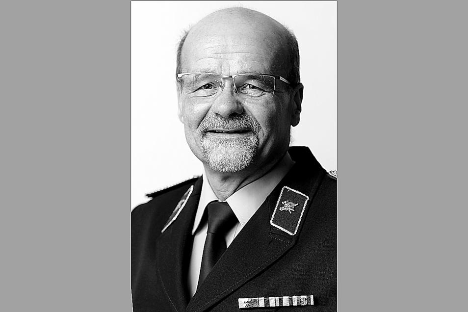 Gunter Reißig ist am 6. Oktober aus dem Leben geschieden. Er war Wehrleiter in Pappendorf und im Vorstand des Kreisfeuerwehrverbandes aktiv.