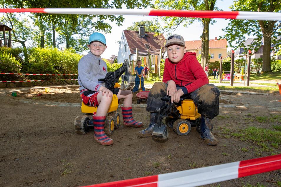 Für die Kinder (v.l.) Raik, Fritz und Dominik ist Sandkastenzeit. Am nächsten Tag geht es auf den Matschhang.