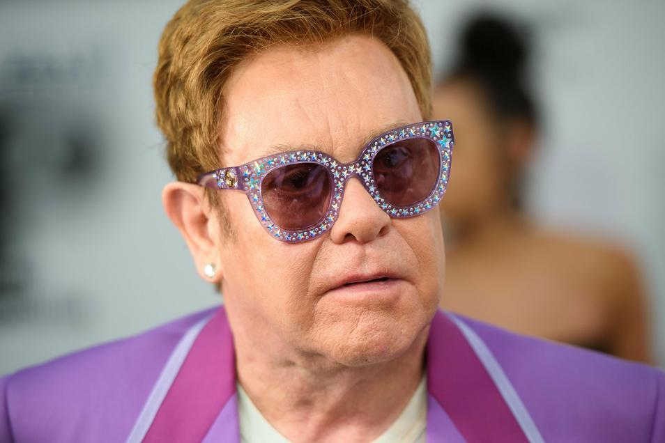 Elton John, britischer Sänger und Komponist, soll auf Capri die Corona-Regeln verletzt haben.