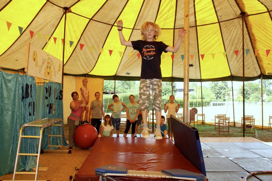 Beim Zirkusworkshop haben die Kinder nicht nur viel Spaß, sondern lernen auch etwas fürs Leben.