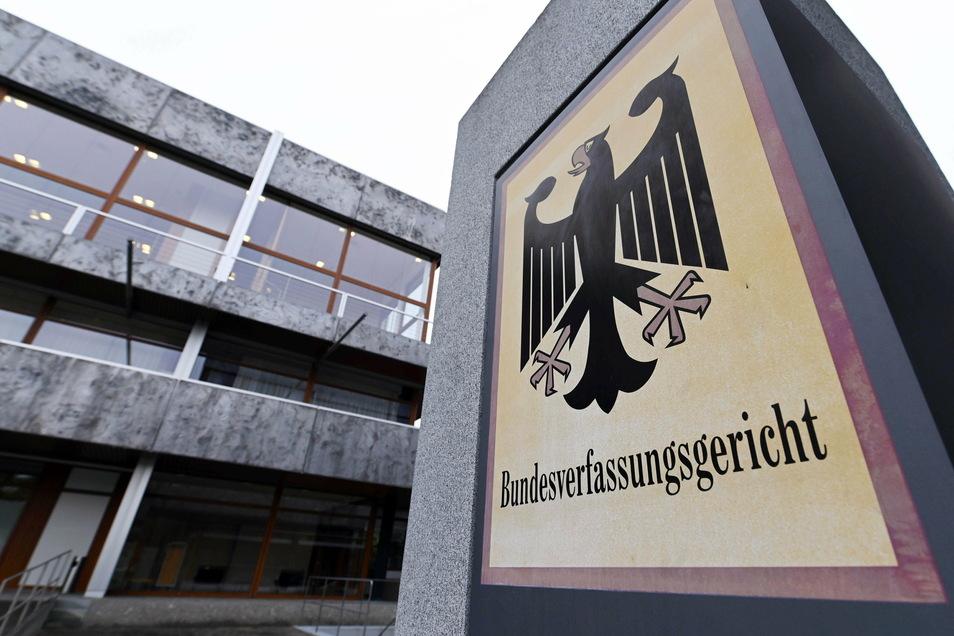 Das Bundesverfassungsgericht in Karlsruhe sieht im Beitragsstreit keine Eilbedürftigkeit. Foto: dpa