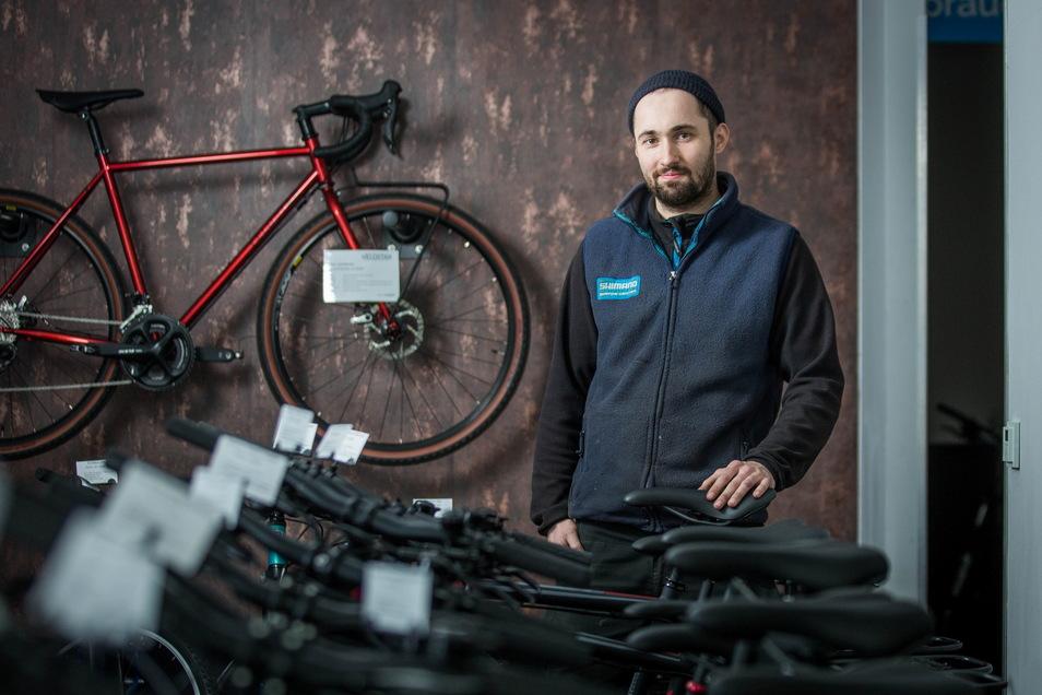 """Roland Pohl, Geschäftsführer des Bike Centers Dresden, findet die derzeitige Situation """"total pervers""""."""