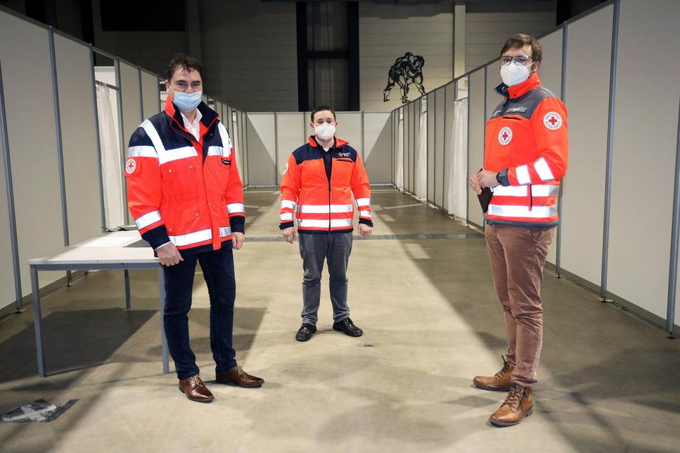 Die DRK-Chefs von Riesa, Meißen und Dresden-Land: Falk Glombik, Christoph Ruppert und Innocent Töpper. Die drei Verbände sind beim Aufbau und Betrieb des Impfzentrums beteiligt. Ein großer Vorteil, sagt Ruppert, der die Einrichtung leiten wird.