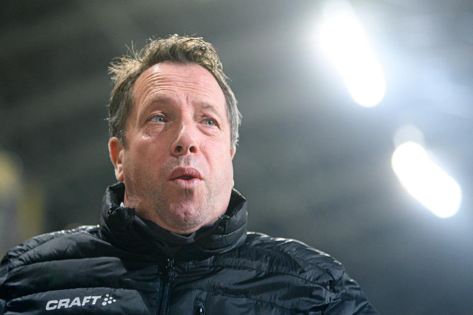 Dynamo führt 1:0, und Trainer Markus Kauczinski kann erst mal durchatmen.