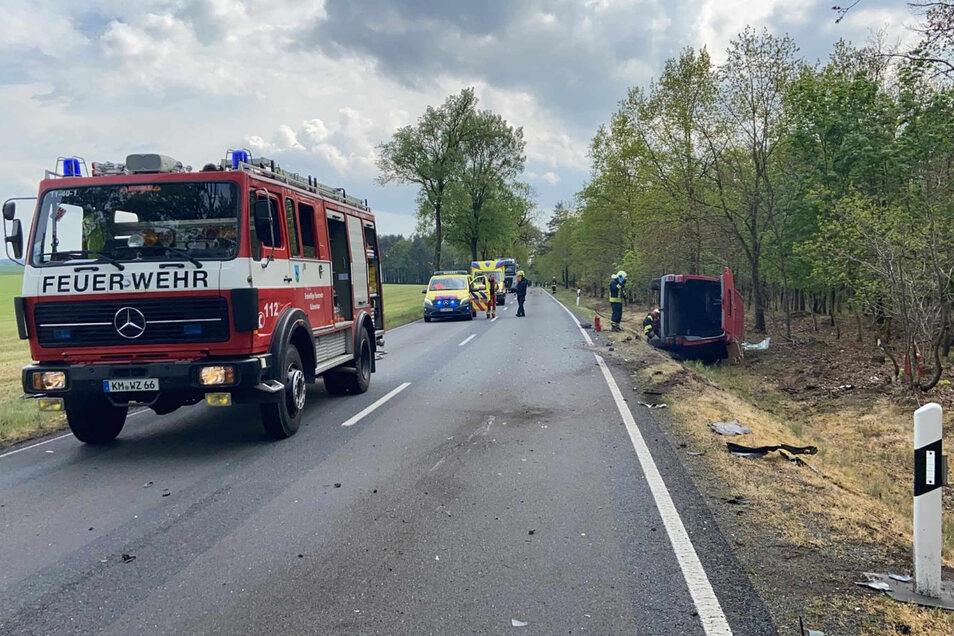 Auf der Bundesstraße zwischen Schwepnitz und Schmorkau sind am Mittwochnachmittag ein Transporter und ein Auto zusammengestoßen.