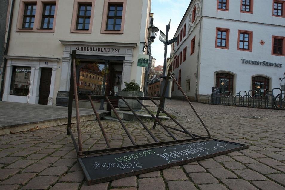 Umgekippter Fahrradständer vor der Adoratio-Schokoladenmanufaktur am Pirnaer Markt: Wurde er mutwillig umgeworfen?