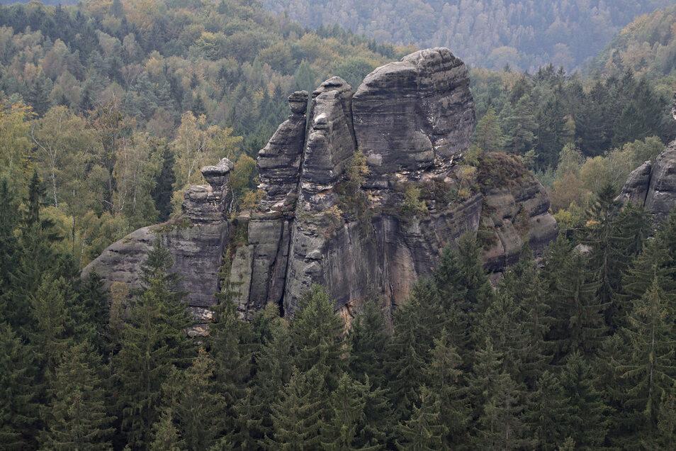 Klimmerstein in der Komplettansicht: Hier ist der Felskopf in der Mitte noch da.