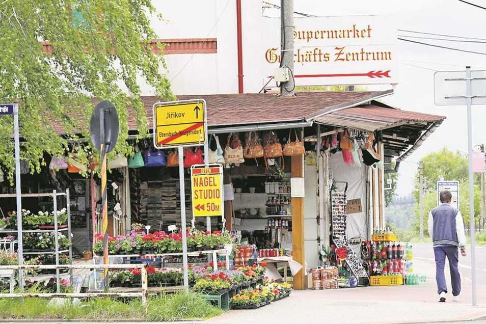 Der Grenzübergang, Ebersbach, Bahnhofstraße: Hier sind vor allem Händler aus Vietnam anzutreffen.