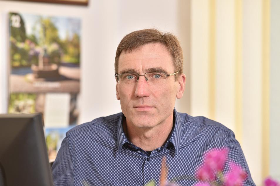 Torsten Schreckenbach liegt bei der Bürgermeisterwahl in Klingenberg nach Auszählung der ersten fünf Wahllokale deutlich in Führung.