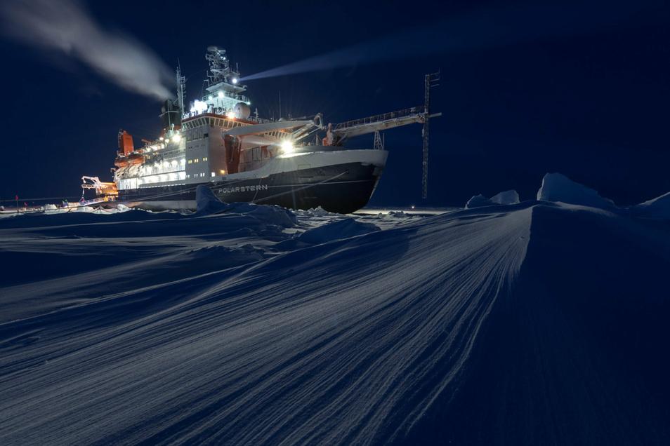 Zehn Monate lang driftete der Eisbrecher angedockt an eine riesige Eisscholle durch das Nordpolarmeer.