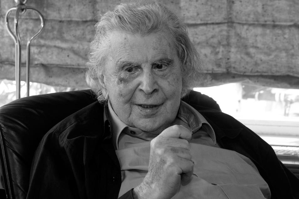 Der griechische Komponist Mikis Theodorakis ist am Donnerstag im Alter von 96 Jahren gestorben.