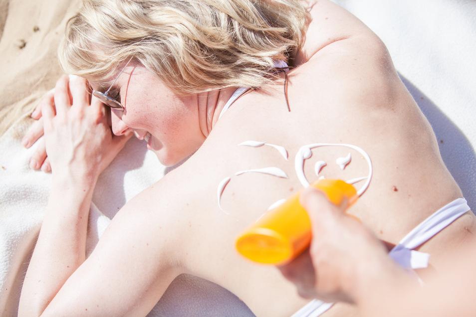 Hautärzte warnen vor der aktuellen Intensität der Sonne.