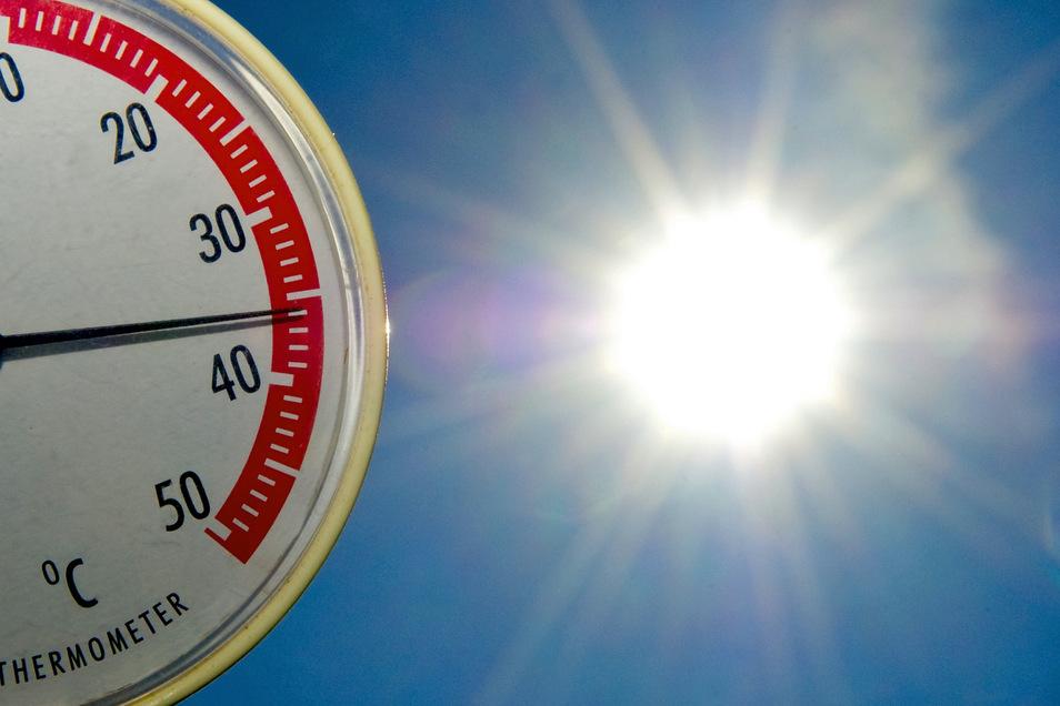 Steigt die Temperatur in der Wohnung deutlich über 26 Grad, ist das zu heiß.