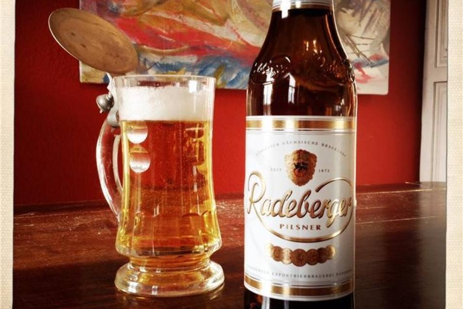 1. Platz: Das trinkt man auch im Westen, schon wegen der Fernsehwerbung mit Semperoper: Radeberger Bier ist die bekannteste Marke in Sachsen. 98,2 Prozent der Sachsen kennen das Pils aus dem Oetker-Konzern.