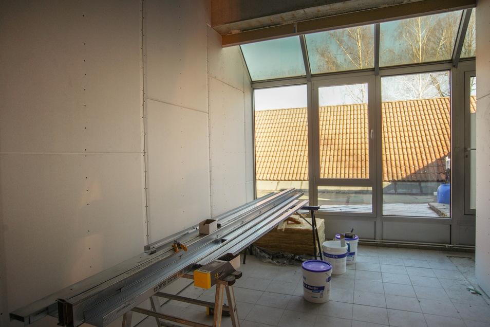 Noch vor drei Monaten glichen die ehemaligen Räume der Sparkasse einer Baustelle. Inzwischen richtet hier Cunewaldes neuer Ergotherapeut Axel Klaus sein Reich ein.