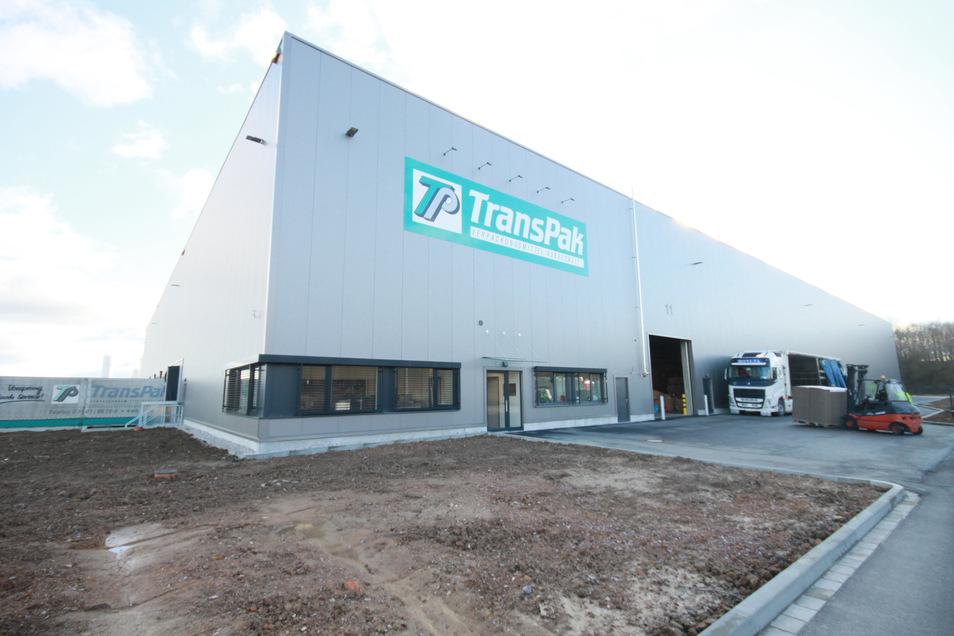 In der neuen Lagerhalle im Gewerbegebiet Mockritz reihen sich neun Laderampen aneinander. In der alten Halle waren gerade mal zwei Rampen.