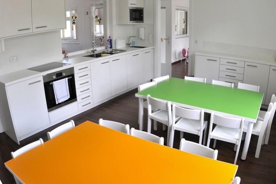 Hier nehmen die Krippenkinder ihre Mahlzeiten ein. Das Essen kommt aus der Betriebsküche in Rennersdorf.