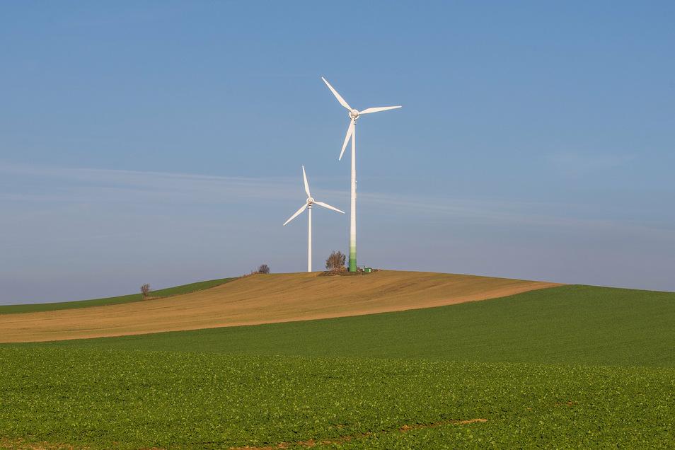 Zwei Windkraftanlagen bei Stolpen: Der neue Regionalplan sieht 16 Vorranggebiete für Windkraft vor.