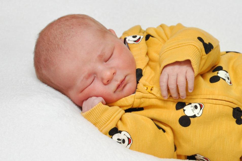 Louis Geboren am 30. Januar Geburtsort Bautzen Gewicht 3.660 Gramm Größe 51 Zentimeter Eltern Sarah Richter und Robert Schütz Wohnort Kirschau