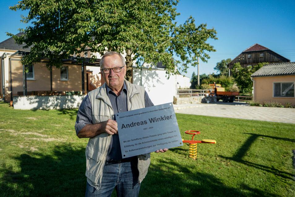 Christian Schöne freut sich auf die Einweihung des neu gestalteten Schmiedefelder Dorfplatzes. Dann wird auch eine Gedenktafel für Andreas Winkler – einer der maßgeblichen Initiatoren des Projektes – angebracht.